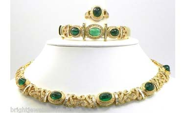 Ladies 18k Yellow Gold 30 Cts Emerald 18 Cts Diamond Necklace, Bangle & Ring Set