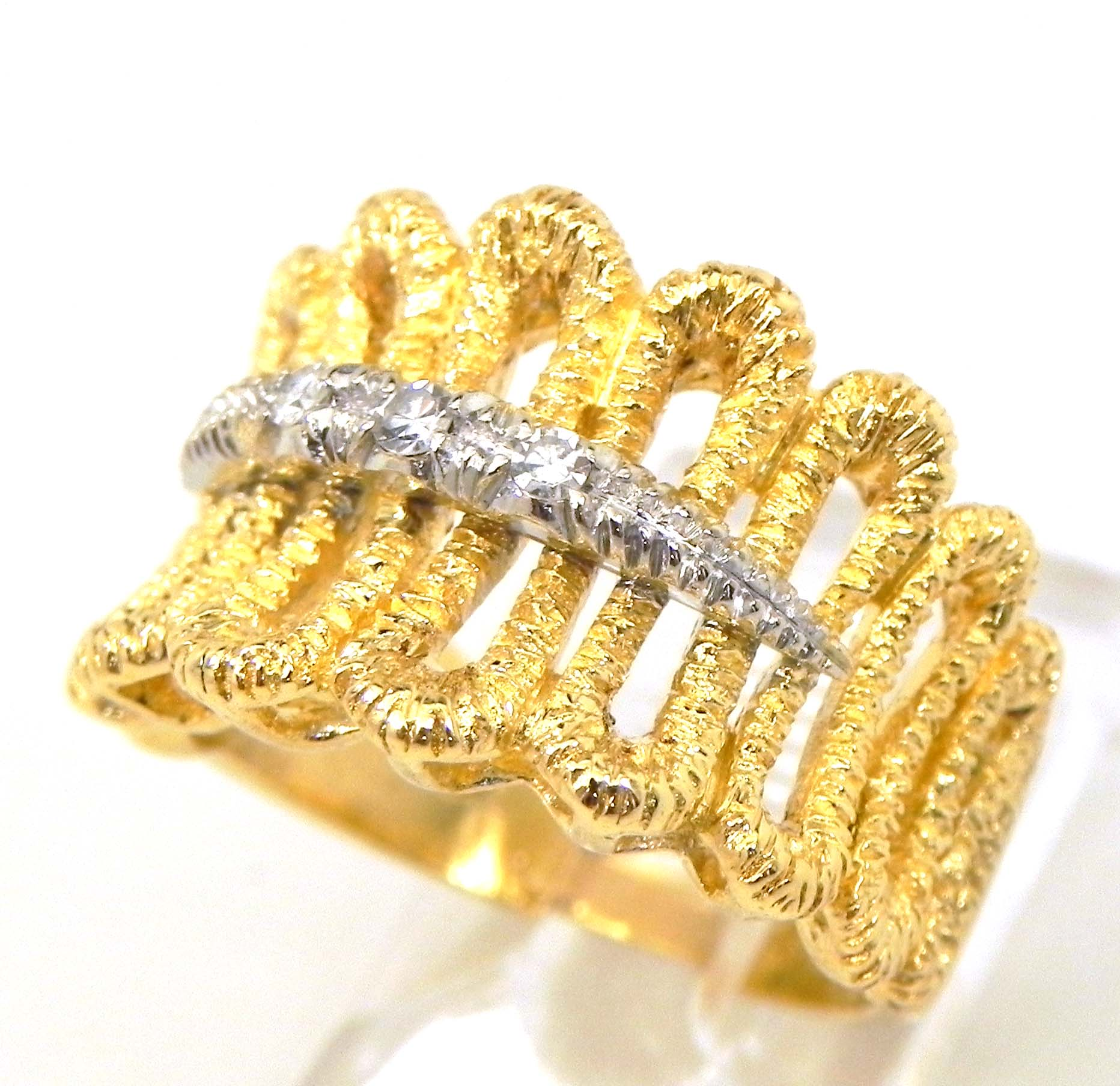 Ladies 18k Yellow Gold Loop Style Diamonds Band Ring