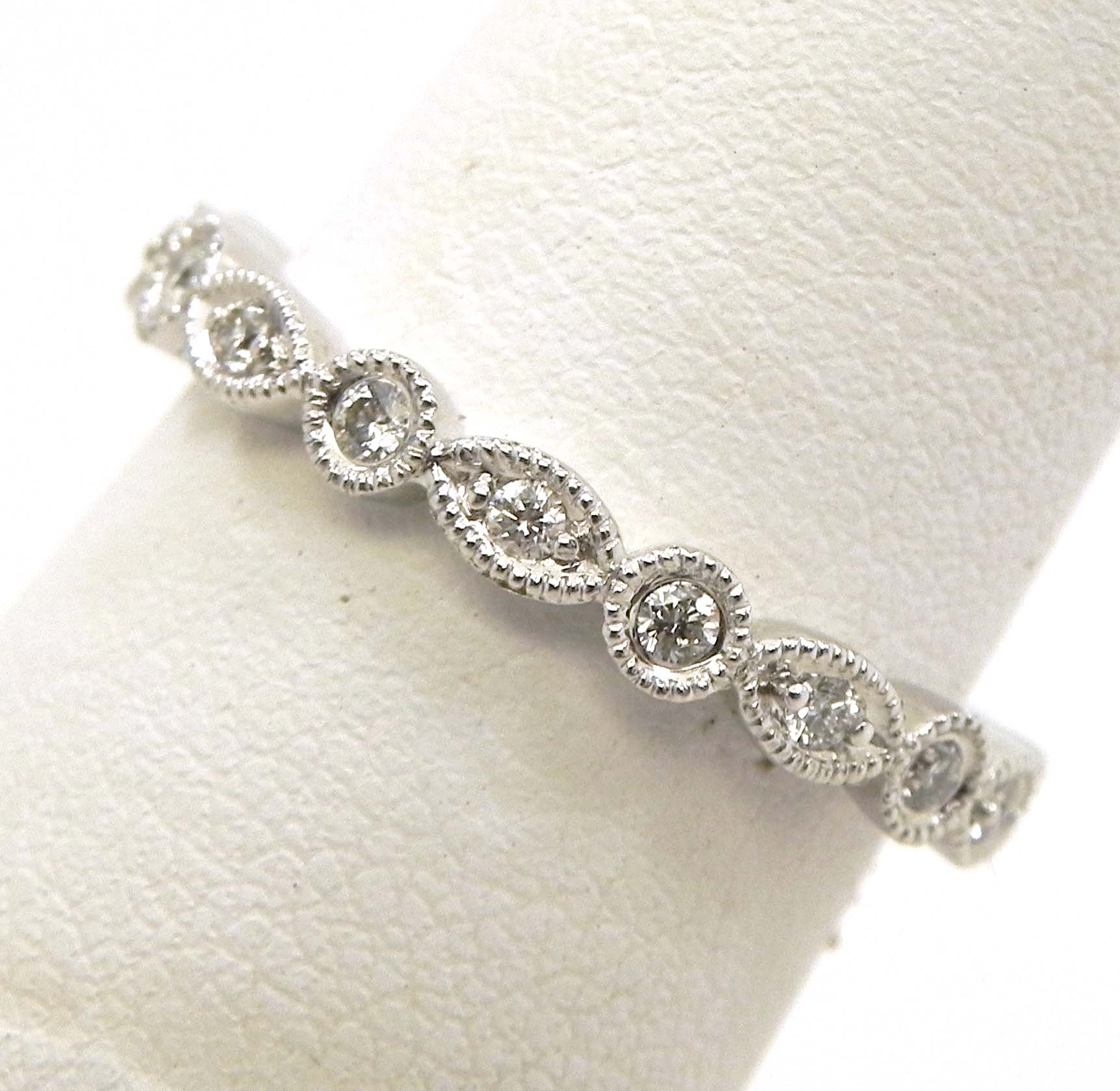 La s 18k White Gold Diamonds Round & Oval Eternity Wedding Band
