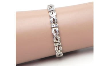 Ladies 18k White Gold 6 Cts. Baguette Diamonds Figure 8 Link Bracelet
